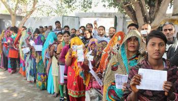 यूपी चुनाव LIVE: पांचवें दौर में 51 सीटों पर वोटिंग जारी, सुबह 9 बजे तक लगभग 11 फीसदी मतदान