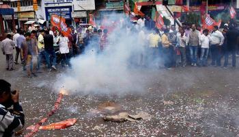 यूपी और उत्तराखंड में प्रचंड जीत के बाद जश्न मनाती भाजपा