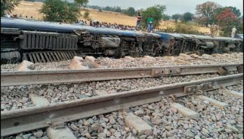 यूपी के महोबा में ट्रेन दुर्घटना, महाकौशल एक्सप्रेस के आठ डिब्बे पटरी से उतरे