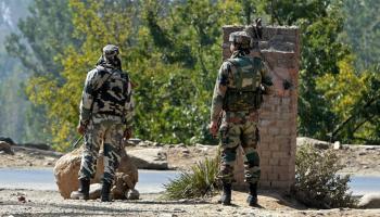जम्मू कश्मीर: उरी में छुपे हैं करीब 3 आतंकी, सुरक्षा बलों ने पूरे गांव को घेरा