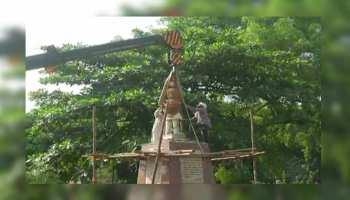इलाहाबाद: कुंभ की तैयारियों के लिए पार्क से हटाई गई नेहरू की मूर्ति, कांग्रेस कार्यकर्ता भड़के