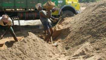 लखीसराय: बालू के अवैध खनन मामले में पुलिस की बड़ी कार्रवाई, 40 ट्रैक्टर जब्त