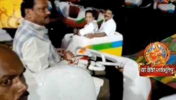 सीएम रघुवर दास ने उठाया झूले का लुफ्त, कई पंडालों का किया उद्धाटन
