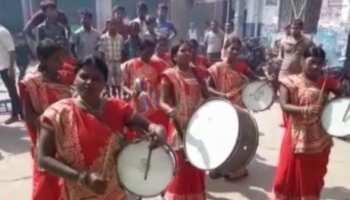 महिला बैंड पार्टी ने लखीसराय के दुर्गा पूजा जुलूस को बनाया खास, देखते रह गए लोग