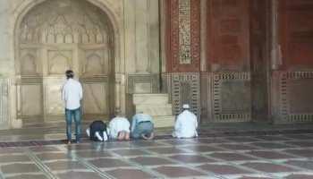 सुप्रीम कोर्ट की रोक के बाद भी ताजमहल में पर्यटकों ने पढ़ी नमाज, VIDEO वायरल