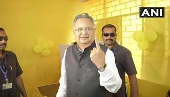 छत्तीसगढ़ चुनाव: 4 बजे तक 58.55 प्रतिशत मतदान, CM रमन सिंह ने कवर्धा में डाला वोट