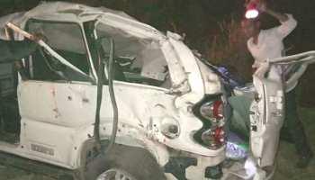MP: बड़वानी में भीषण सड़क हादसा, कार और ट्रक की भिड़ंत में 5 की मौत