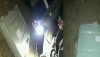 VIDEO: राजस्थान में सड़क पर पड़ा दिखा बैलेट बॉक्स, टॉर्च की रोशनी में तलाशते दिखे पुलिस वाले