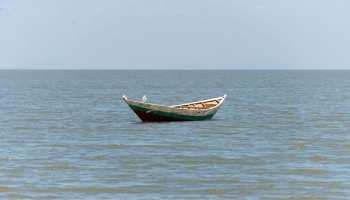 प्रयागराज में यमुना नदी में नाव पलटी, तीन महिलाओं की मृत्यु, पांच लापता