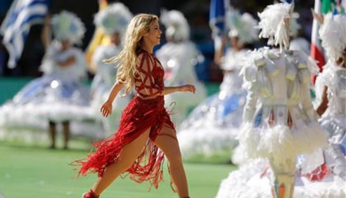 विश्व कप समापन समारोह में शकीरा, संताना और सांबा ने बांधा समां