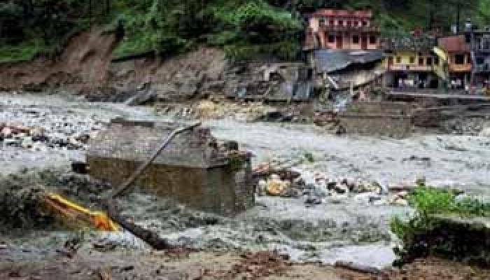 केदारनाथ के बाद बद्रीनाथ यात्रा भी रुकी, पत्थर गिरने से महिला की मौत