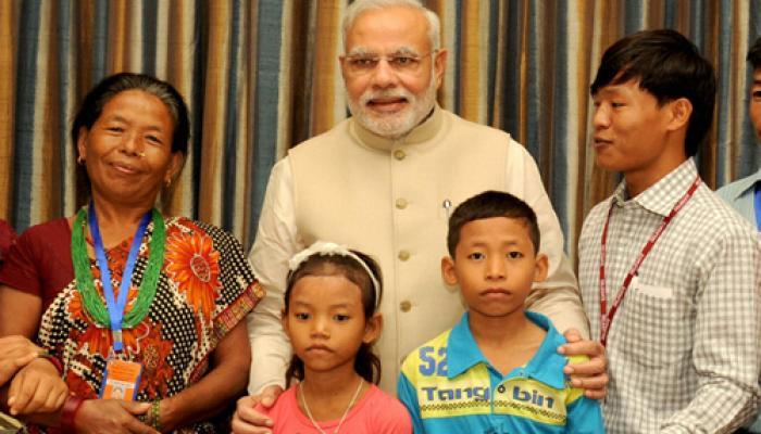 मोदी ने 16 साल बाद जीत बहादुर को उसके परिवार से मिलवाया