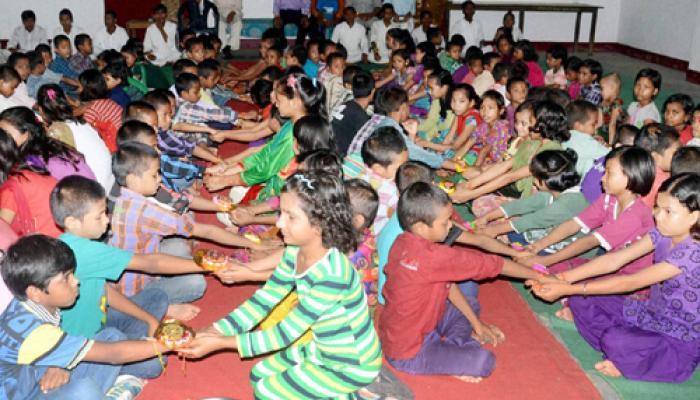 देश भर में पारंपरिक उत्साह के साथ मनाया गया रक्षाबंधन