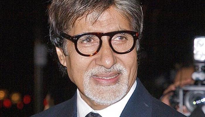 दिलीप कुमार पूरी तरह स्वस्थ्य हैं: अमिताभ बच्चन