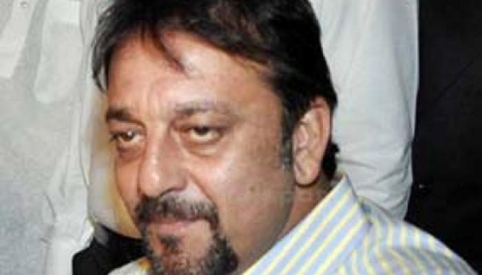 संजय दत्त को मिले फरलो की जांच करेगी महाराष्ट्र सरकार