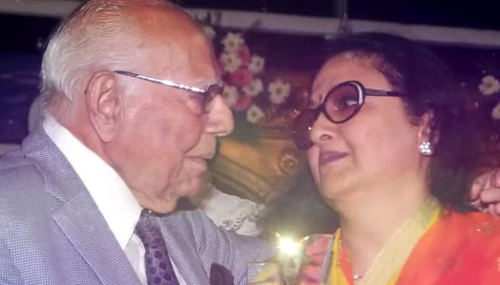 राम जेठमलानी ने किया अभिनेत्री और किशोर कुमार की पत्नी लीना चंदावरकर को 'किस'