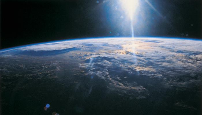 दूरसंचार में बाधक है धरती का वायुमंडल