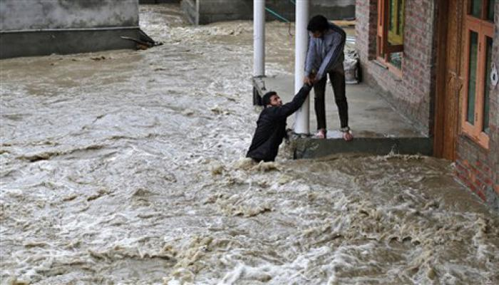 J&K बाढ़ LIVE : राजनाथ सिंह ने CM सईद को पूरी मदद का दिया भरोसा, 10 लोगों की मौत