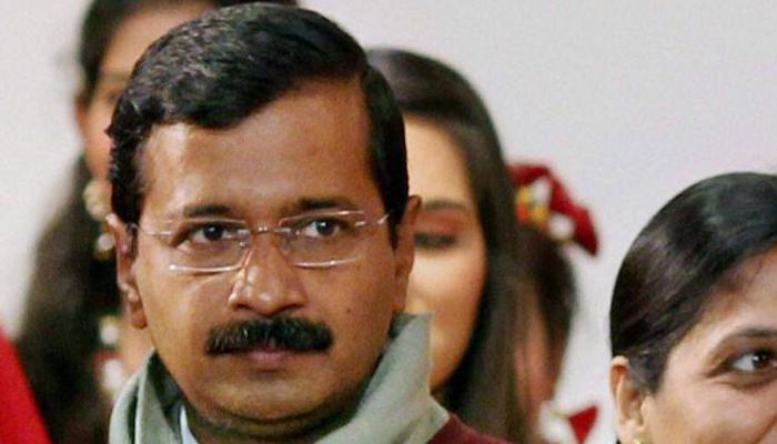 कुमार विश्वास के बचाव में आए केजरीवाल, आप नेताओं के परिवार को निशाना बनाने पर मीडिया की खिंचाई की