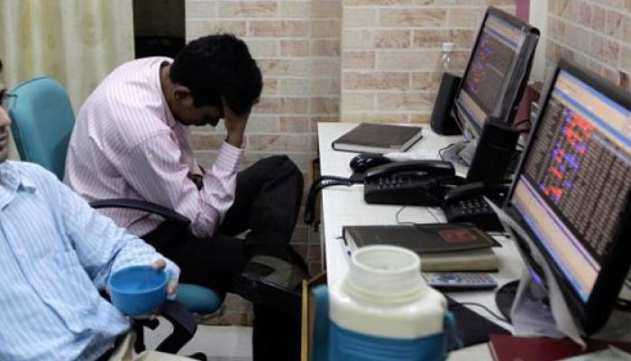 RBI का सतर्क रूख, सूखे की आशंका से सेंसेक्स 661 अंक लुढ़का