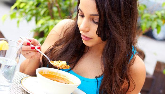 संतुष्टि चाहते हैं तो धीरे-धीरे खाइए
