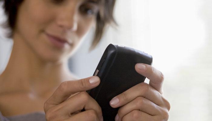मोबाइल फोन से हो सकती है कैंसर जैसी घातक बीमारी