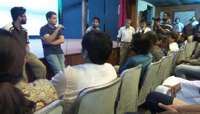 राहुल ने एफटीआईआई का किया दौरा, बोले- आरएसएस 'औसत दर्जे' को दे रहा है बढ़ावा