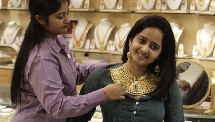 वैश्विक संकेतों से सोना, चांदी में तेजी, सोना 200 रुपए चढ़ा