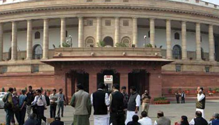 सांसदों के निलंबन के विरोध में संसद भवन में कांग्रेस ने दूसरे दिन भी दिया धरना