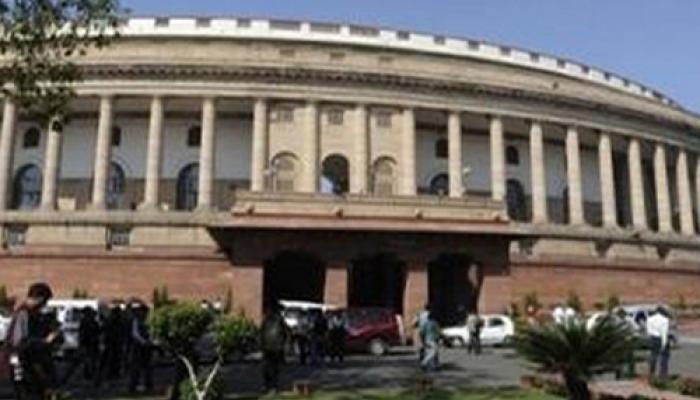 LIVE: संसद में घमासान जारी, सांसदों के निलंबन के विरोध में कांग्रेस ने फिर किया विरोध प्रदर्शन