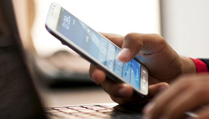 'साल के अंत तक स्मार्टफोन की कीमतों में आ सकती है 11 फीसदी की गिरावट'