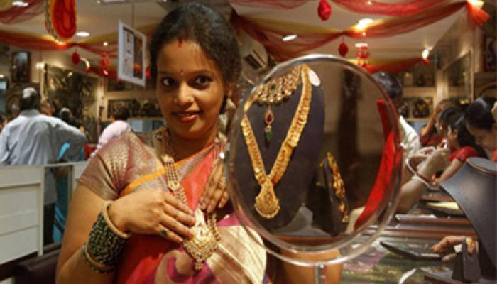 शादी-ब्याह की मांग, वैश्विक संकेतों से सोना फिर 27,000 रुपये के पार