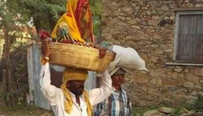 दूसरा 'श्रवण कुमार' आया सामने, माता को सिर पर बिठाकर कराई तीर्थ यात्रा