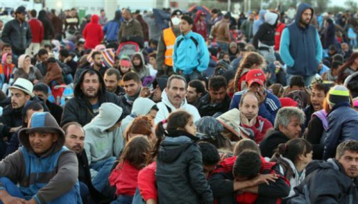 हजारों प्रवासी आस्ट्रिया पहुंचे, यूरोप में प्रवासी संकट गहराया