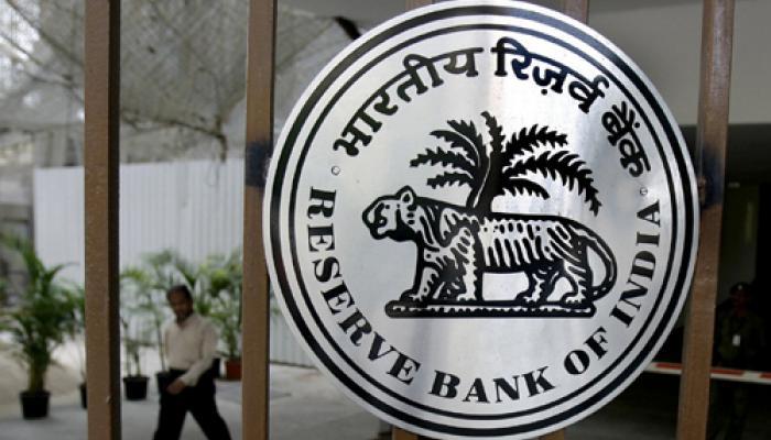 रिजर्व बैंक ने 2015-16 का आर्थिक वृद्धि अनुमान घटाकर 7.4 फीसदी किया