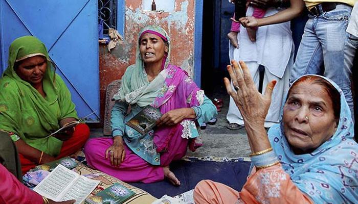 अखलाक की फैमिली दिल्ली शिफ्ट, बिसहड़ा में पुलिस ने निकाला शांति मार्च