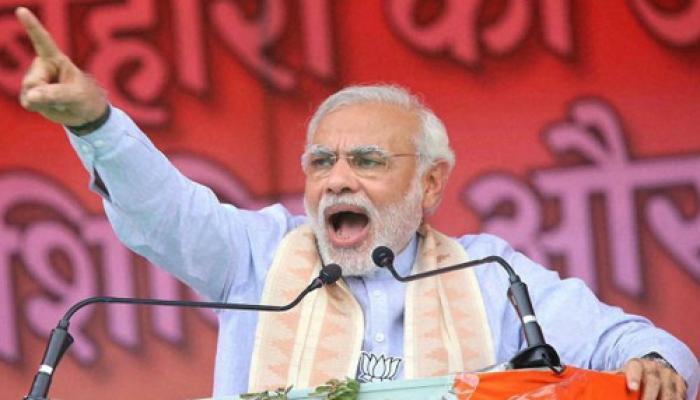 पीएम मोदी ने तोड़ी चुप्पी, बोले- गरीबी से मिलकर लड़ें हिन्दू-मुस्लिम, एक-दूसरे के खिलाफ नहीं