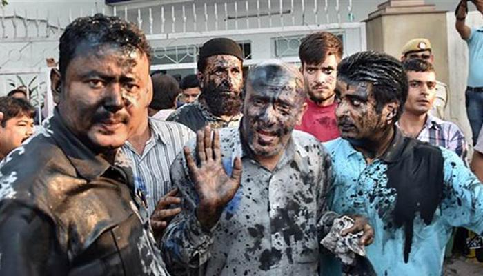 बीफ पार्टी देने वाले जम्मू-कश्मीर के विधायक पर स्याही फेंकी