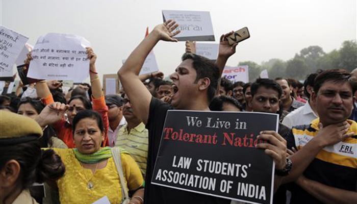 अनुपम खेर की रैली में मीडियाकर्मियों के साथ धक्का-मुक्की