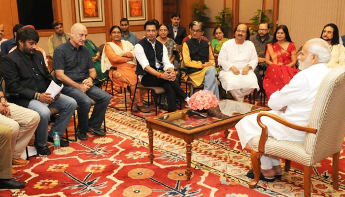 अनुपम खेर के नेतृत्व में कलाकारों-लेखकों के प्रतिनिधिमंडल ने PM से की मुलाकात