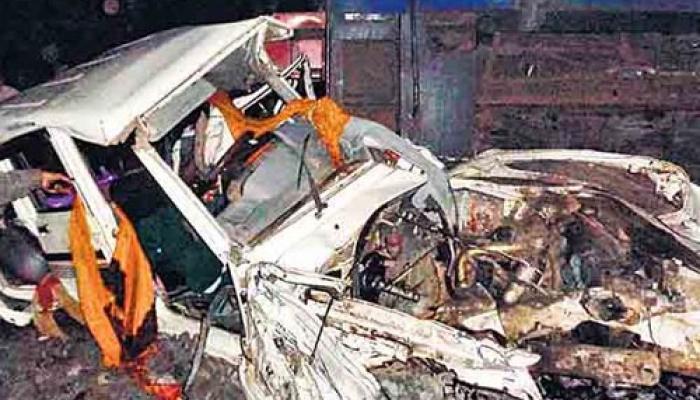 झारखंड: रामगढ़ में ट्रेन ने कार को टक्कर मारी, पांच बच्चों समेत 14 लोगों की मौत