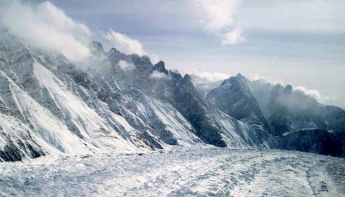 माउंट एवरेस्ट में ग्लेशियर 40 साल में 28 प्रतिशत सिकुड़ा : रिपोर्ट