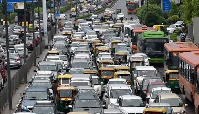 नोएडा में भी प्रदूषण रोकने के लिए नए नियम, SUV डीजल वाहनों के रजिस्ट्रेशन पर रोक