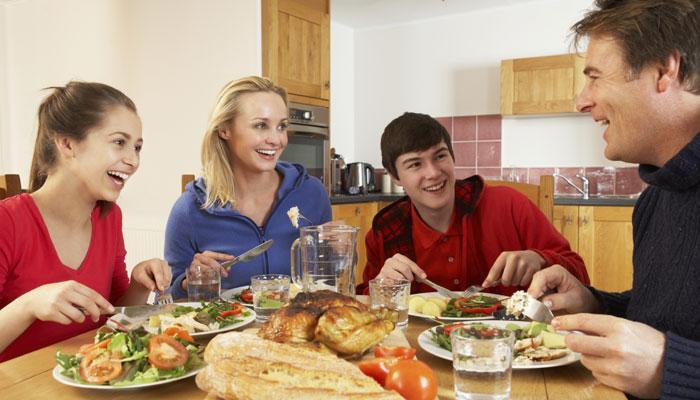 खाना खाने के बाद भूलकर भी न करें ये 5 काम