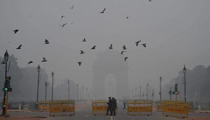उत्तर भारत में कड़ाके की ठंड जारी, कोहरे का कहर भी