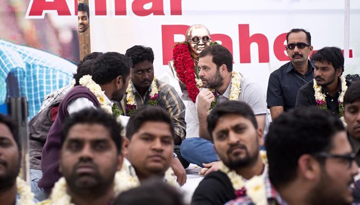 रोहित आत्महत्या: भूख हड़ताल में शामिल हुए राहुल, बोले-नौजवानों पर 'एक विचार' थोपने का प्रयास कर रहे PM और आरएसएस