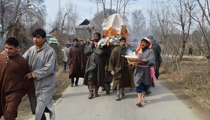 मुसलमानों ने 84 साल के कश्मीरी पंडित का अंतिम संस्कार किया
