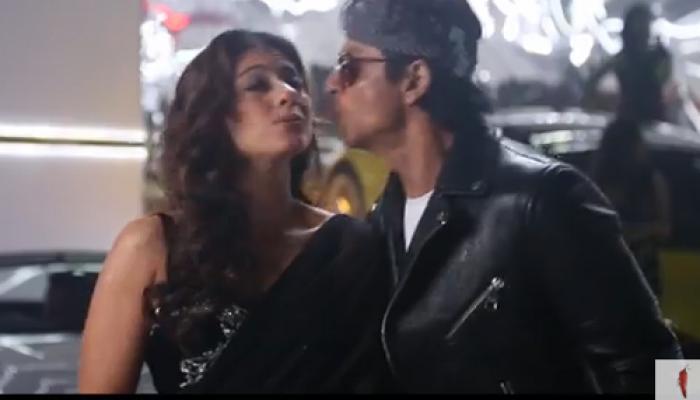 देखें, शाहरुख-काजोल के बीच शूटिंग के दौरान अचानक हुआ 'लिप किस'!