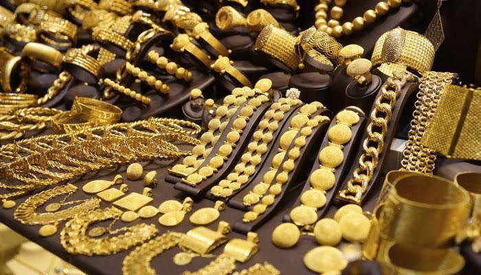 सोना एक बार फिर 28000 रुपये के पार, छुआ एक साल के उच्चस्तर को