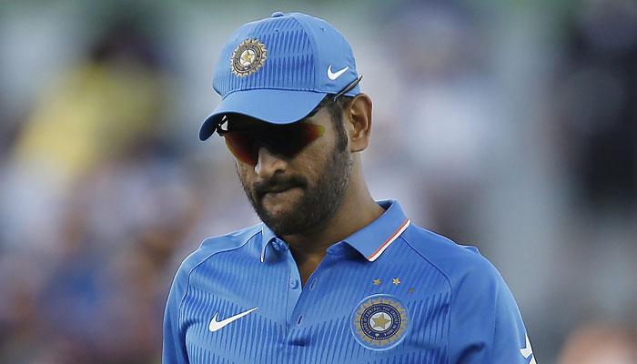 पहले टी-20 में हार के बाद पिच पर भड़के धोनी, बोले-  यह भारतीय से ज्यादा इंग्लिश विकेट था